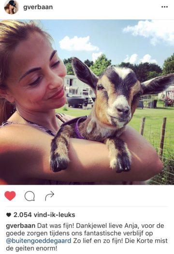 zoveel geitenliefde van en voor georgina verbaan knuffelen met geitjes bij buitengoed de gaard juni 2016